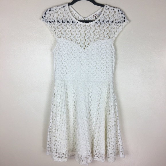 Mimi Chica Dresses & Skirts - White crochet/lace dress with sweetheart neckline